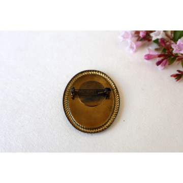 little red riding hood- vintage frame pin
