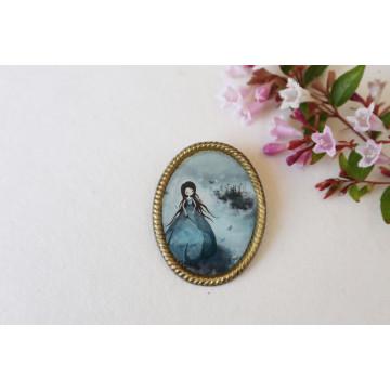 thumbelina- vintage frame pin